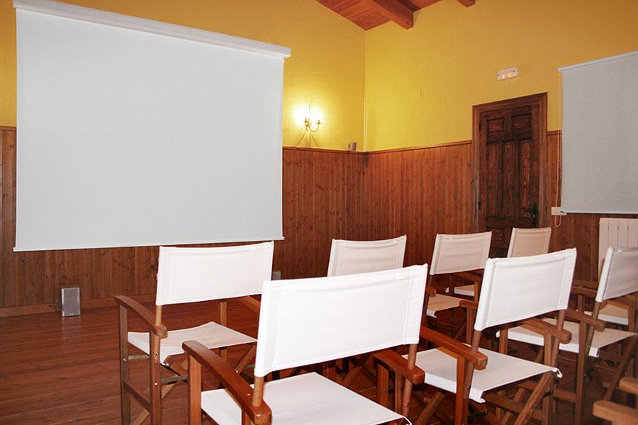 Sala de Proyecciones. Equipada con Home Cinema
