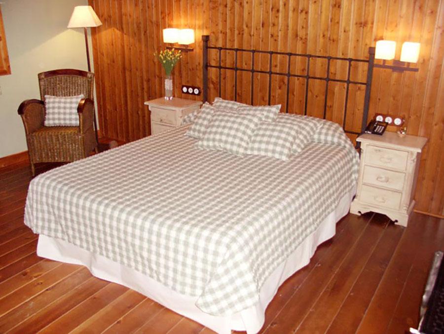 Cama de matrimonio de la habitación junior-suite