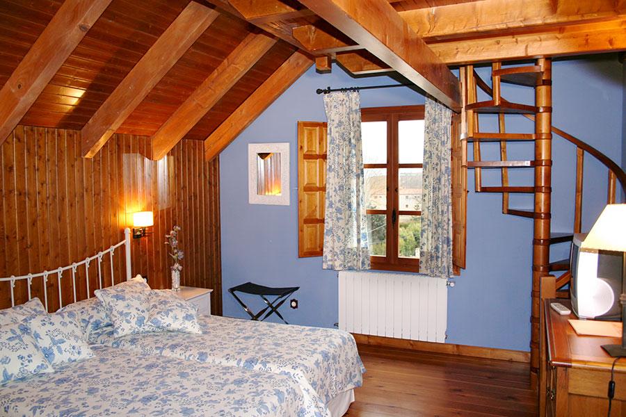 Habitación Junior-Suite. Abuhardillada