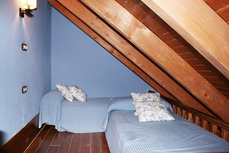 Vista de las camas de la buhardilla
